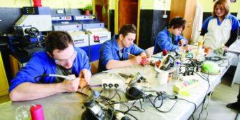 ,, Învățământul dual: alternativă de pregătire a cadrelor muncitorești calificate''