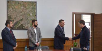 """Expoziția """"Republica Moldova Prezintă"""" cucerește piața din Brașov"""