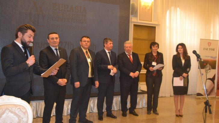 """Producătorii de vin din țara noastră s-au reunit la """"ExpoVin Moldova"""", eveniment organizat în parteneriat cu CCI a RM"""