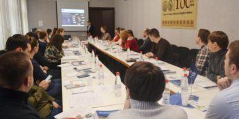 Agenții economici autohtoni participă la un seminar dedicat procedurilor de import/ export